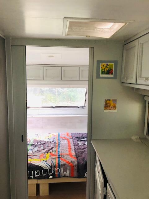 L'accés à la chambre de la caravane